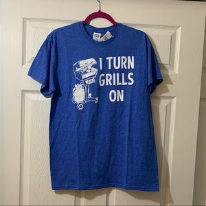 NWT | I Turn Grills On | T-shirt